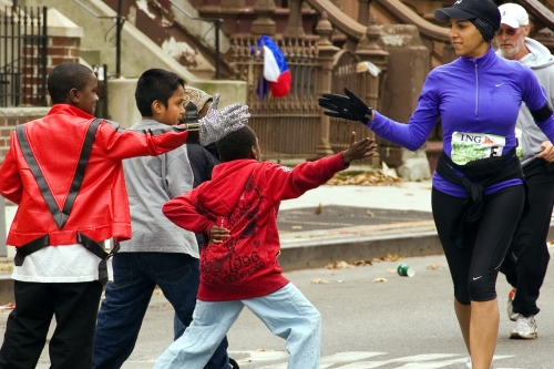 Kids Welcoming Runners